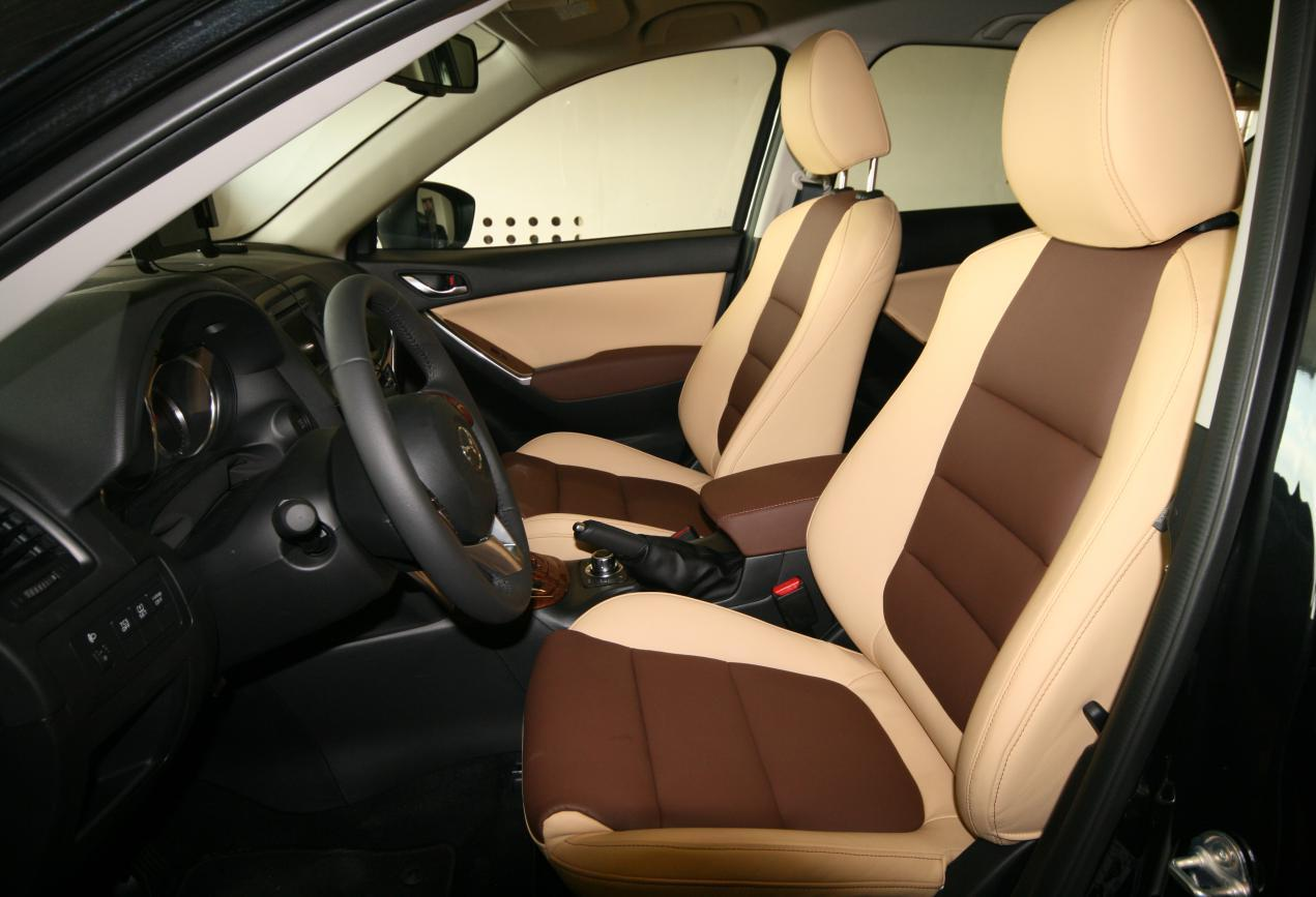 Школа для автолюбителей: как надевать чехлы на автомобильные сиденья